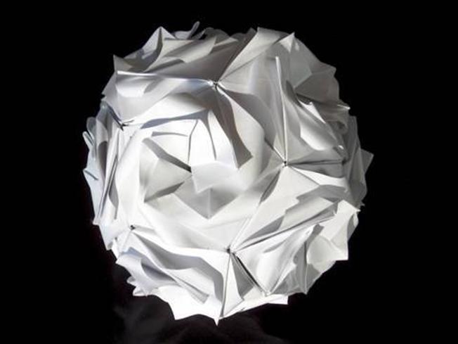Si te complicas con el origami, estás haciendo Kusudama