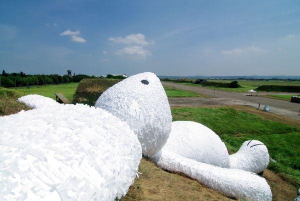 """¿Has visto alguna vez una escultura tan gigante realizada en """"papel»?"""