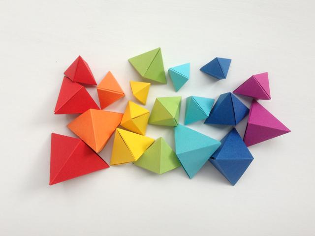 ¿Quieres aprender a crear tus complementos con papel?