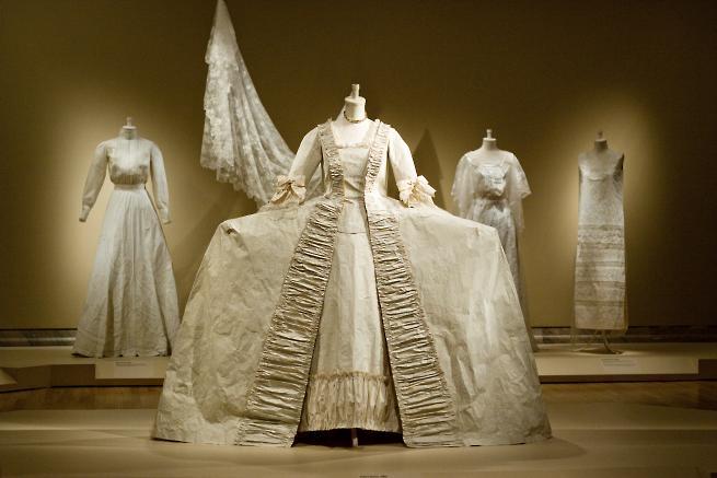 <!--:es-->Prêt-à-Papier, el exquisito arte de Isabelle de Borchgrave<!--:-->
