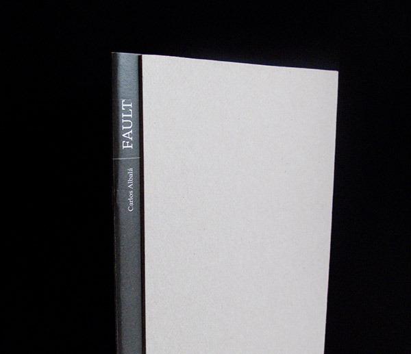 <!--:es-->'Fault', un libro lleno de espacios intersticiales<!--:-->